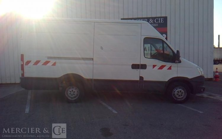 IVECO DAILY BLANC DG-750-MS