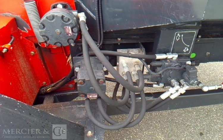 BUGNOT BROYEUR BRANCHES ET VEGETAUX – AN 2009 – 1586 HEURES ROUGE AB-412-NZ