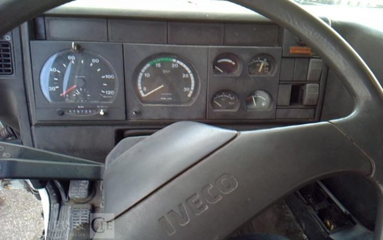 IVECO CURSOR BACHE HAYON 19T BLANC BE-672-TG
