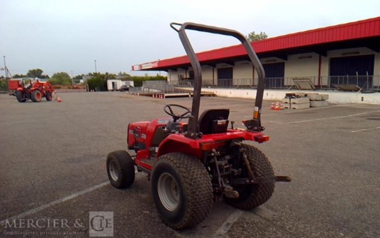 MASSEY FERGUSSON TRACTEUR AGRICOLE 1220 – AN 1997 – 904 HEURES ROUGE F1220